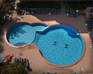 123 Quadratmeter grosses Außenschwimmbecken
