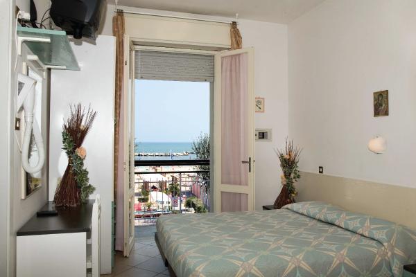 Zimmer mit blick auf das adriatiche meer italien for Zimmer mit blick